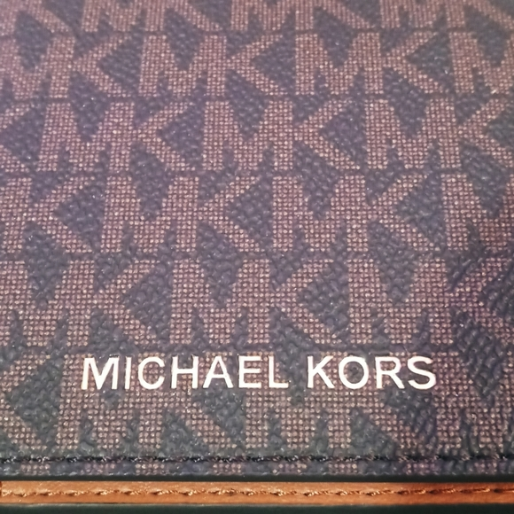 Michael Kors Jet Set Travel Passport Holder Wallet